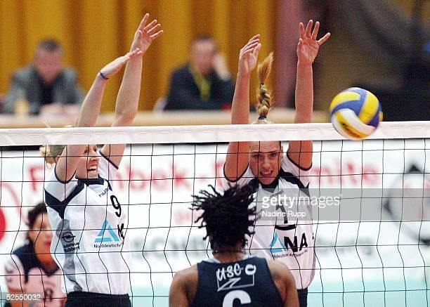 Volleyball / Frauen DVV Pokal 2004 Schwerin Finale TV Fischbek Hamburg USC Muenster Kerstin AHLKE / Hamburg Tonya SLACANIN / Muenster Christina...