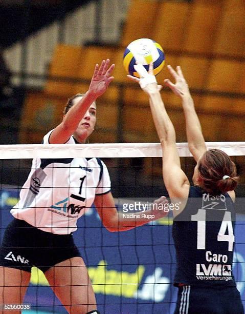 Volleyball / Frauen DVV Pokal 2004 Schwerin Finale TV Fischbek Hamburg USC Muenster Christina BENECKE / Hamburg Caroline WENSING / Muenster 080204