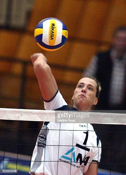 Volleyball / Frauen DVV Pokal 2004 Schwerin Finale TV Fischbek Hamburg USC Muenster Christina BENECKE / Hamburg 080204