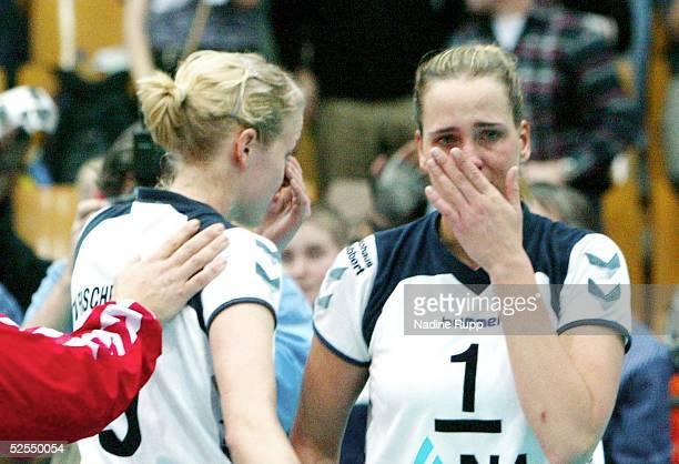 Volleyball / Frauen DVV Pokal 2004 Schwerin Finale TV Fischbek Hamburg USC Muenster 23 Kerstin AHLKE und Christina BENECKE / Hamburg enttaeuscht...