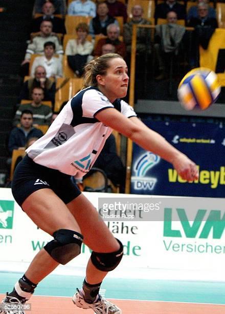 Volleyball / Frauen DVV Pokal 2004 Schwerin Finale TV Fischbek Hamburg USC Muenster 23 Christina BENECKE / Hamburg 080204