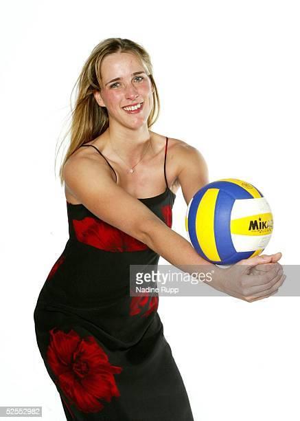 Volleyball / Frauen Feature Christina Benecke Hamburg Personenfeature Christina BENECKE in einem Abendkleid von Long Fashion 170304