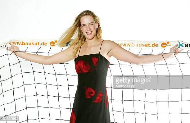 Volleyball / Frauen Feature Christina Benecke Hamburg Personenfeature Christina BENECKE in einem Abendkleid von Log Fashion 170304