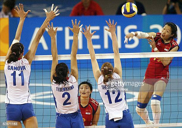 Volleyball / Frauen: Olympische Spiele Athen 2004, Athen; Finale RUS - CHN; Ektarina GAMOVA, Irina TEBENIKHINA, Marina SHESHENINA / RUS / Silber -...
