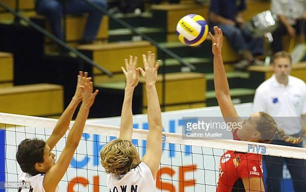 Volleyball / Frauen Zuerich Open 2004 Rostock Deutschland USA Logan TOM / USA Heather BOWN / USA Christina BENECKE / GER 240704