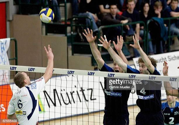 Volleyball / Maenner Bundesliga 03/04 Play Off Finale Berlin SSC Berlin VfB Friedrichshafen Marcus POPP / VfB Friedrichshafen Marko LIEFKE / SCC...