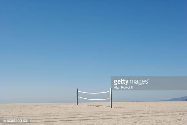 volleyball net on empty beach - beach volley foto e immagini stock