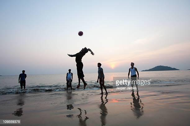 volleyball on palolem beach,goa,india - strand volleyball stock-fotos und bilder
