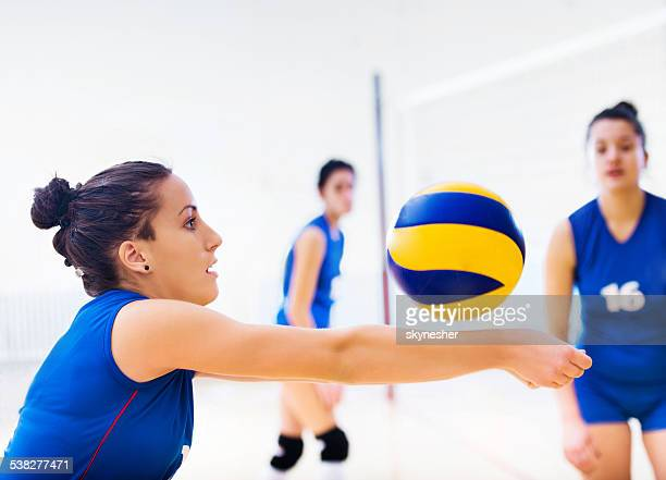 Volleyball-Spieler in Aktion
