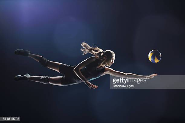 volleyball player jumping to the ball - volleyball mannschaftssport stock-fotos und bilder