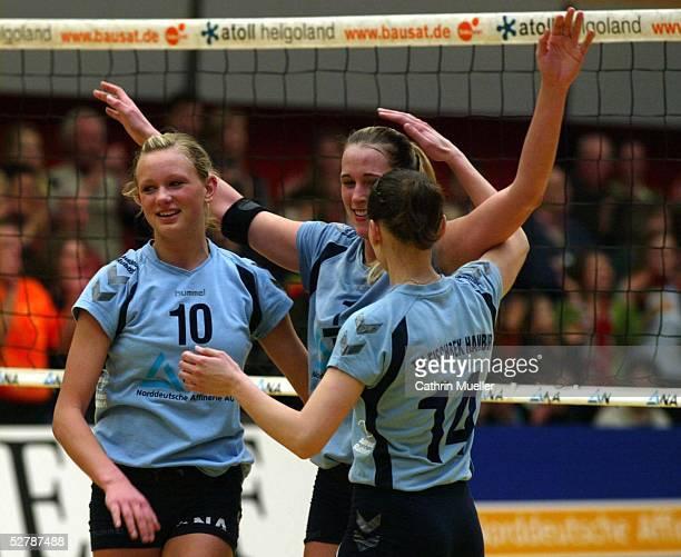 Volleyball/Frauen 1 Bundesliga 04/05 Fischbek/Hamburg 300105TV Fischbek TSV Bayer 04 LeverkusenJubel Margarethe KOZUCH Christina BENECKE Elena...