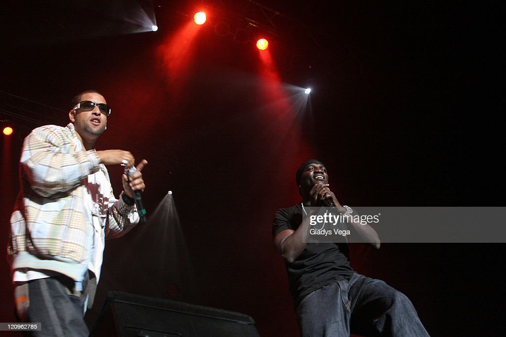Voltio and Akon during Akon