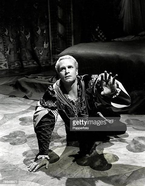 Volume 2 Page 116 Picture Shakespearean actor producer and director Lawrence Olivier in a scene from Hamlet