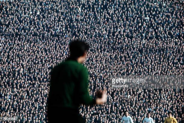 Volume 2 Page 15 Picture 5 Sport Football HillsboroughSheffield The goalkeeper watched by 10000 eyes in the Hillsborough Stadium