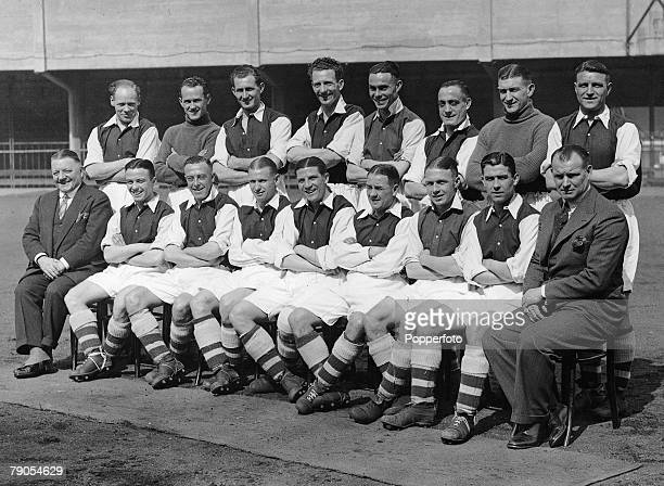 Picture 8, Football, Highbury, England, The Arsenal team which won the 1936 FA Cup Final pose for a team group photograph at Highbury