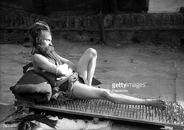 Volume 2 Page 40 Picture 5 HG Ponting in Asia 1900 1906 India A Fakir of Holy Benares sleeps on a bed of nails