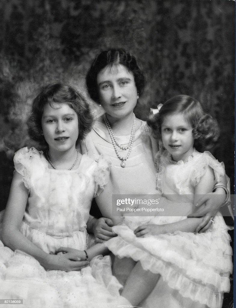 Queen Elizabeth (the Queen Mother) With Elizabeth And Margaret : News Photo