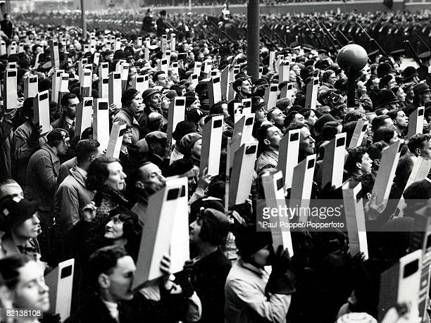 Volume 2 Page 70 Picture 5 London England Viewing of King George VIs coronation procession Trafalgar Square 1937