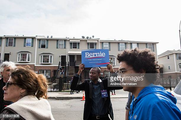 A volunteer directs a line prior to a rally for Democratic Presidential Candidate Senator Bernie Sanders at St Mary's Park on March 31 2016 in the...