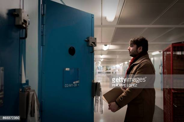 A volunteer of the Christian charity organization 'Secours Catholique' distributes Christmas gifts on December 14 2017 at the FleuryMerogis prison...