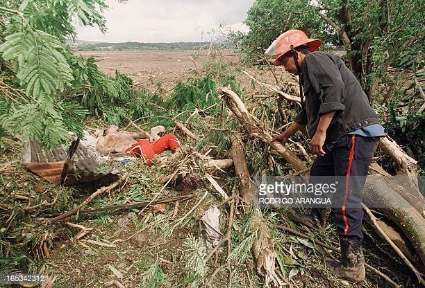 A volunteer relief worker finds the body of a man 01 November in Posoltega 140 kms northwest of the Nicaraguan capital Managua after tons of mud...