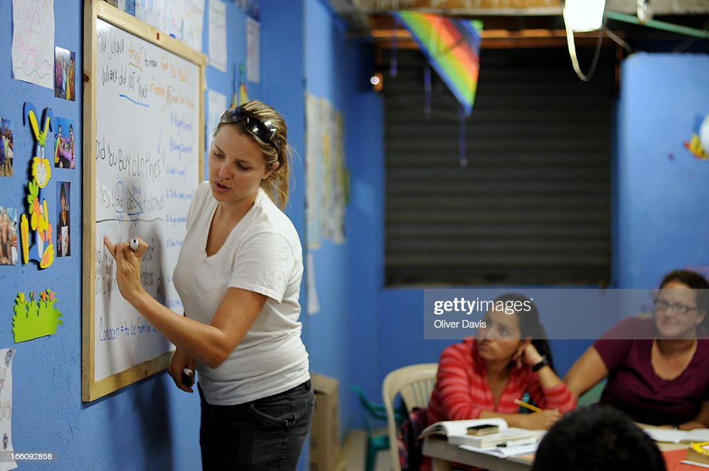 English classroom, Colombia's displaced community : News Photo
