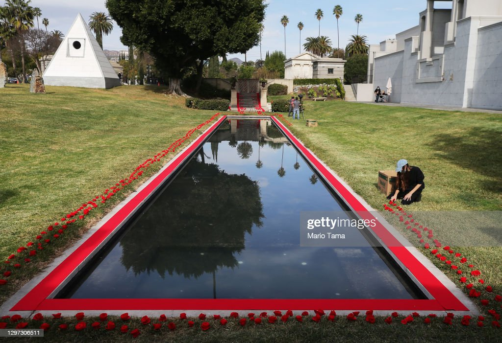 Tribute Installed At Hollywood Forever Cemetery For Victims Of COVID-19 Pandemic : News Photo