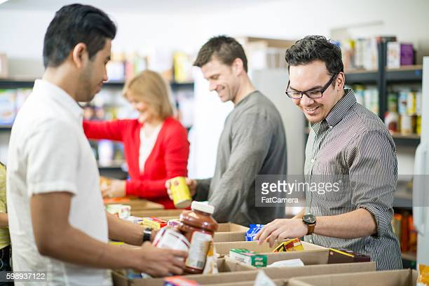 volunteering time at a homeless shelter - food bank stock pictures, royalty-free photos & images