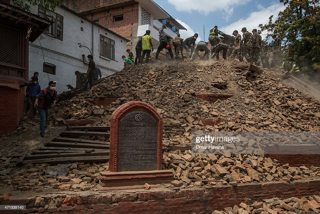 Death Toll Rises Following Powerful Earthquake In Nepal : ニュース写真