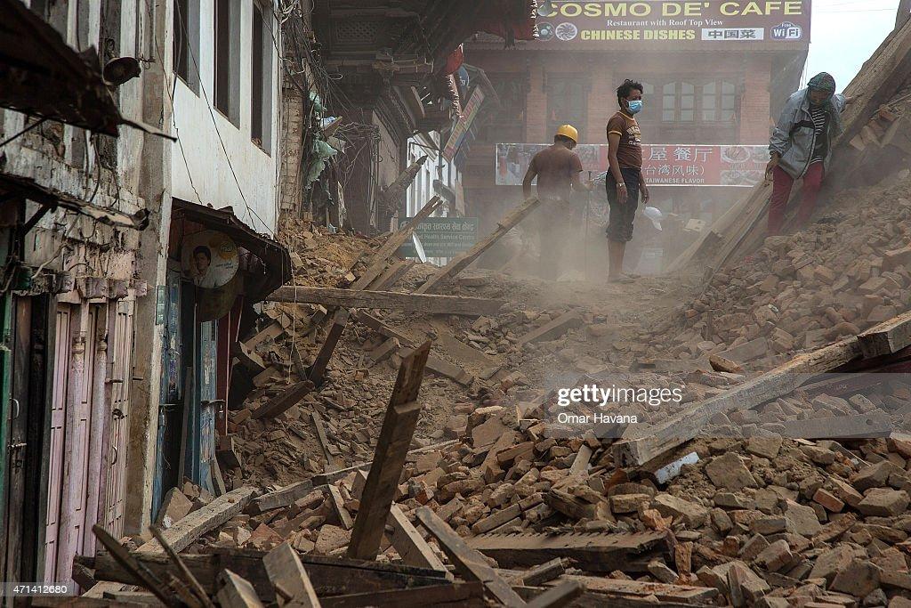 Death Toll Reaches 4000 Following Devastating Nepal Earthquake : ニュース写真