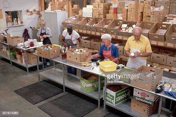 volunteers at food bank - food distribution stock pictures, royalty-free photos & images