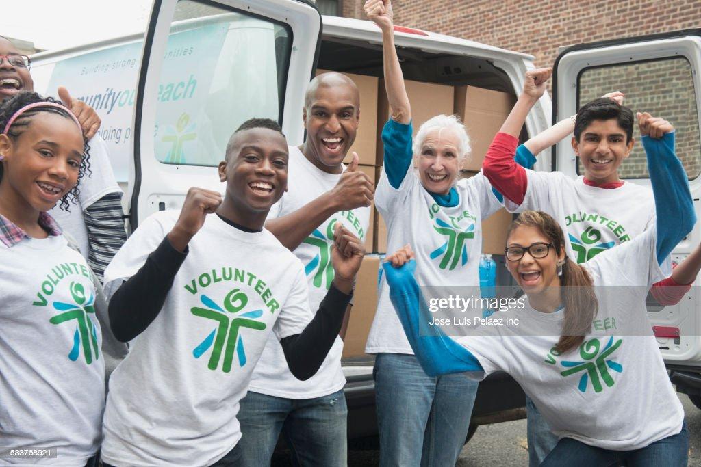Volunteers cheering near delivery van : Foto stock