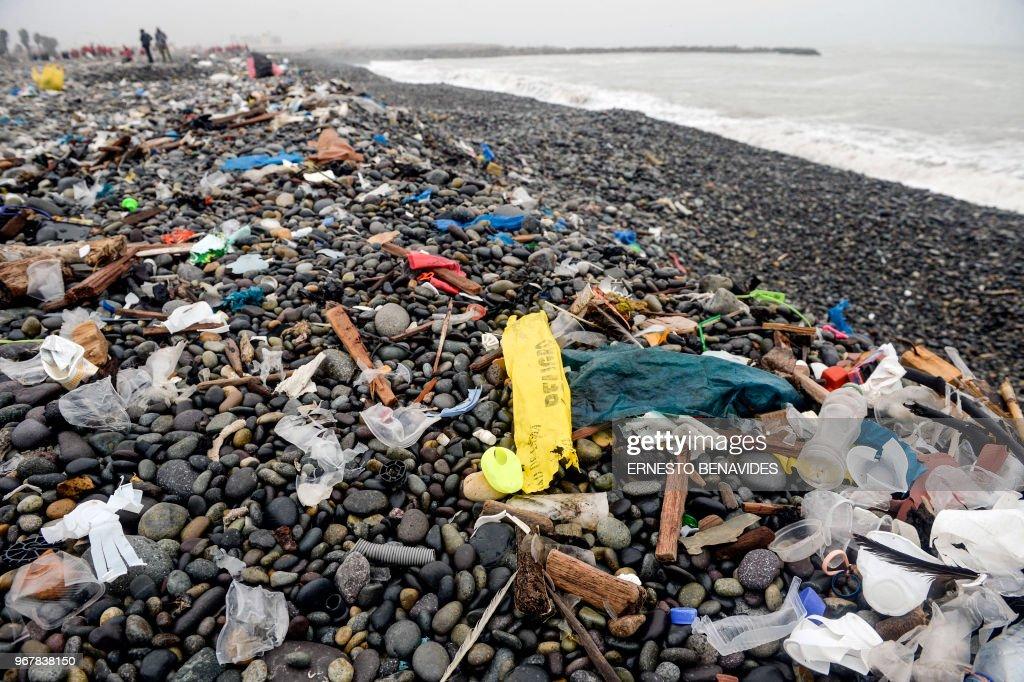 PERU-ENVIRONMENT-PLASTIC : News Photo