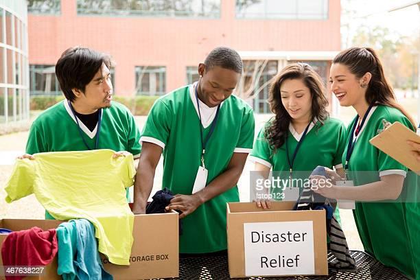被験者: 学生服を収集するための救援ます。 - 危機管理 ストックフォトと画像