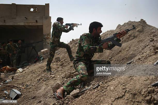 Volunteers from the Shia Badr Brigade militia fire on ISIS fighters on the frontline on April 11, 2015 in Ebrahim Ben Ali, in Anbar Province, Iraq....