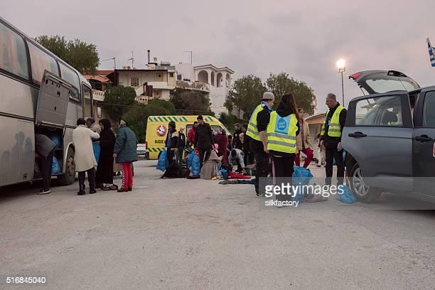 volunteers helping refugees arriving on the beach on chios, greece - flyktingläger bildbanksfoton och bilder
