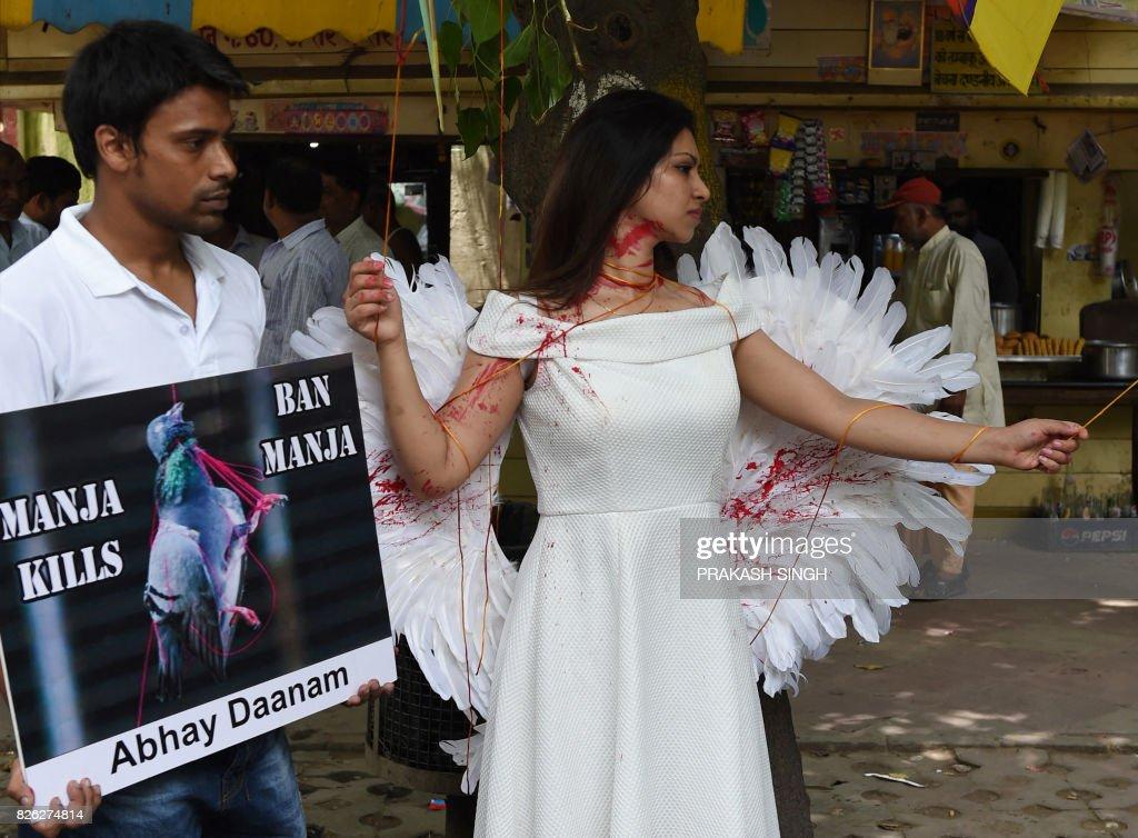 INDIA-PROTEST-SOCIETY-BIRDS : News Photo