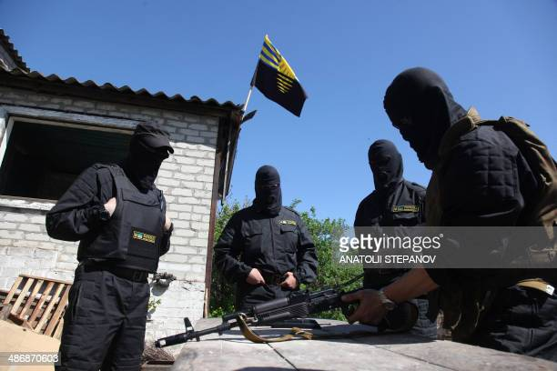 """Volunteers of Ukrainian battalion """"Donbass"""" take part in exercises in their camp on the border between Dnipropetrovsk and Donetsk regions on April..."""