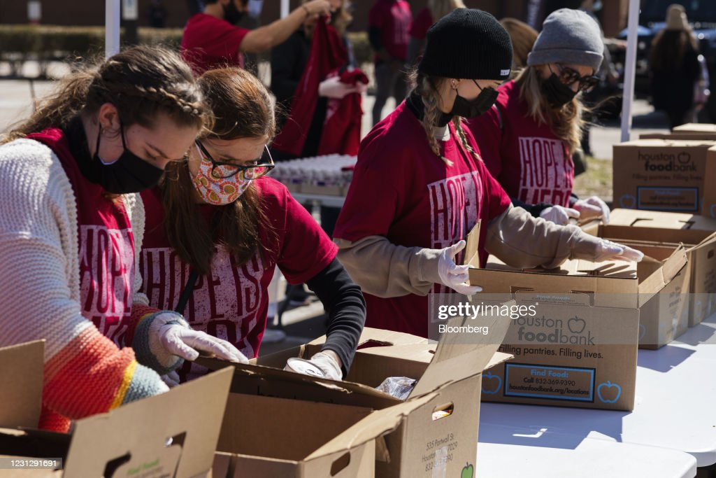 Hope City Mission Distributes Food To Those In Need : News Photo