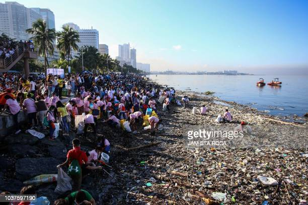 Volunteers participate in collecting garbage from Manila bay during the 33rd International Coastal Cleanup in Manila on September 22 2018 Around 8000...