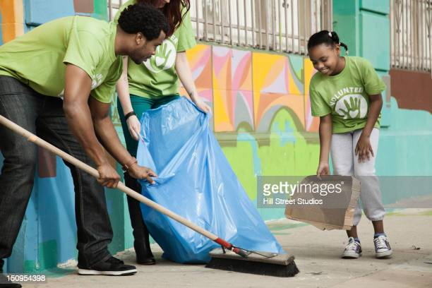 volunteers picking up litter - city cleaning stock pictures, royalty-free photos & images