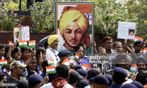 Volunteers scouts guides pay tribute to Shaheed Bhagat Singh on the eve of his 110th birth anniversary at Shaheed Park ITO on September 27 2017 in...
