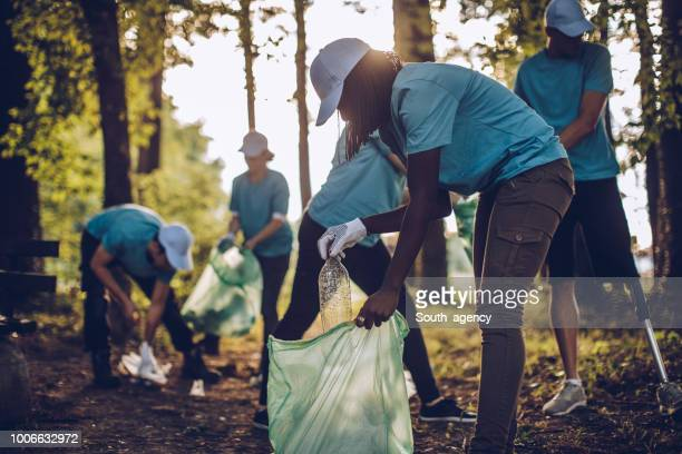 volunteers with garbage bags - inquinamento ambientale foto e immagini stock