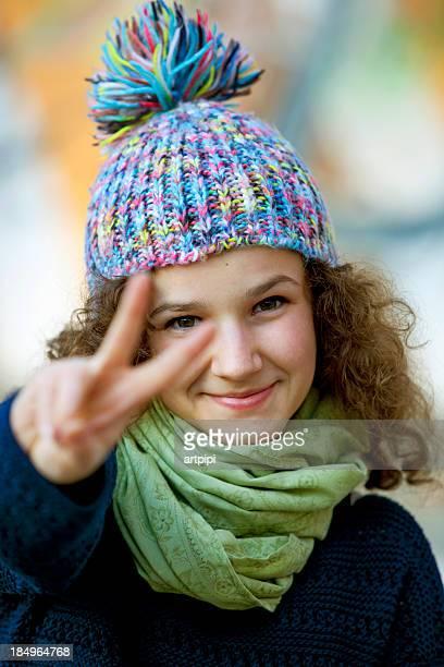 voluteer - friedenszeichen handzeichen stock-fotos und bilder