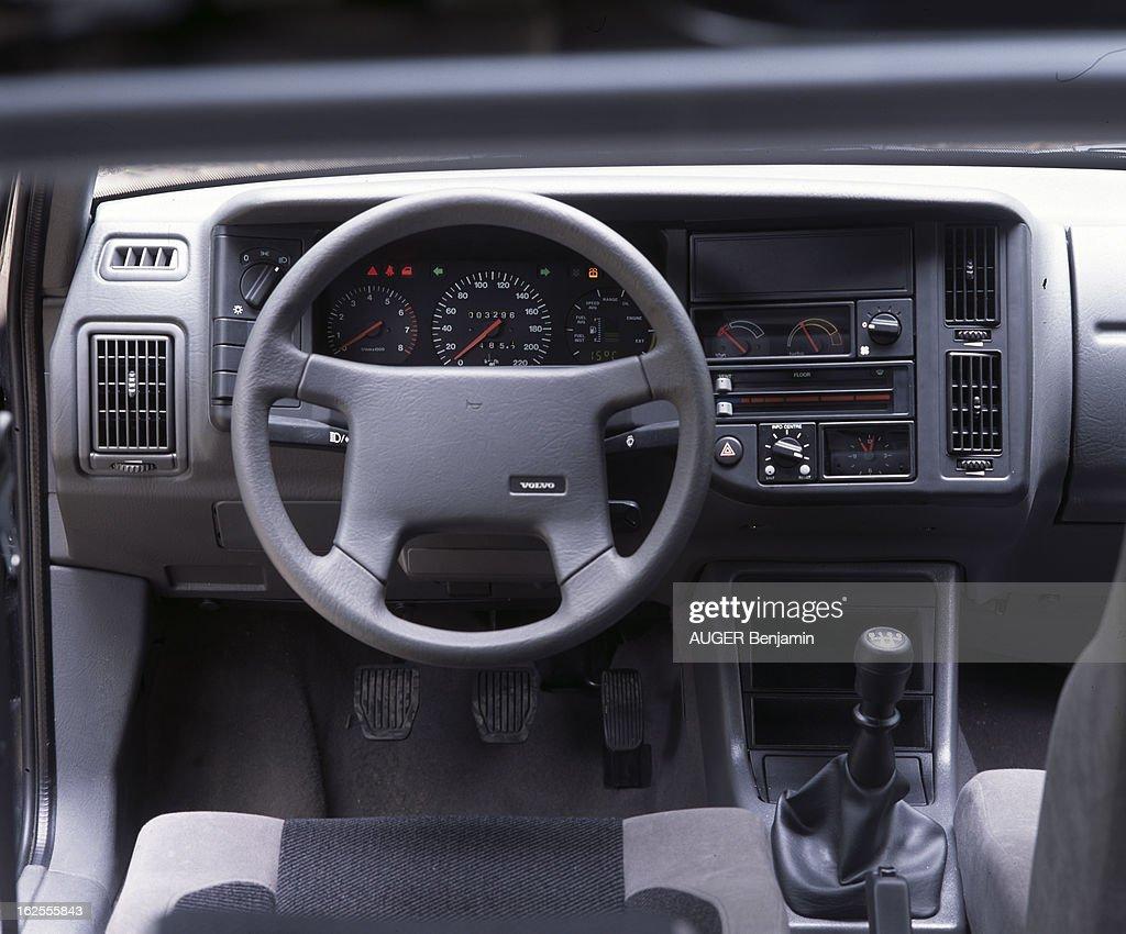 https://media.gettyimages.com/photos/volvo-440-turbo-en-france-en-octobre-1988-lors-dun-test-du-magazine-picture-id162555843
