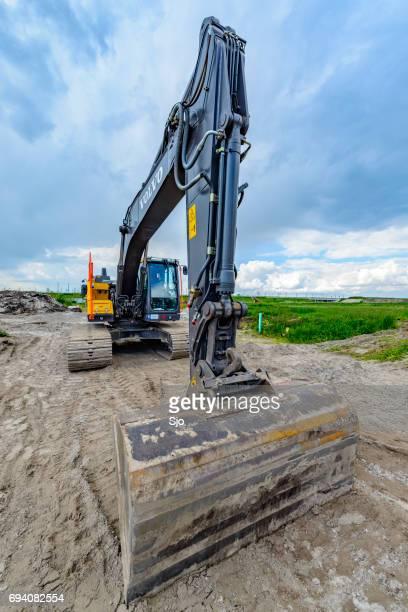 "volvo ec220e crawler excavator machine on construction site - ""sjoerd van der wal"" or ""sjo"" stock pictures, royalty-free photos & images"