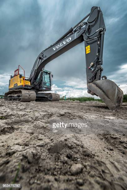 volvo ec220e crawler excavator machine on construction site - land stock pictures, royalty-free photos & images