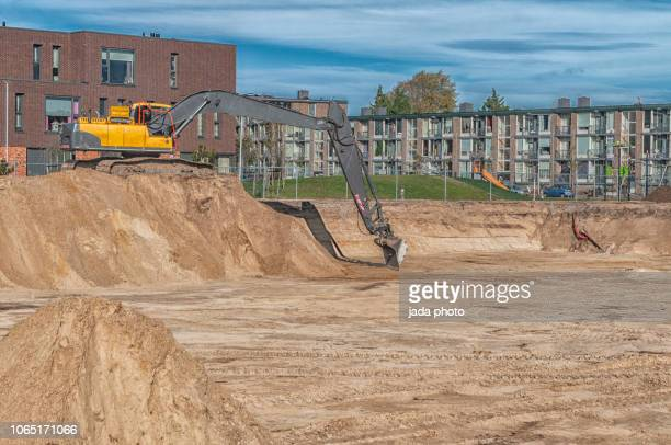 volvo ec240 earthmover in action - volvo stock pictures, royalty-free photos & images