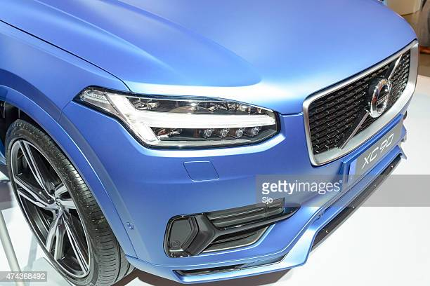Volvo XC90 mid-size luxury crossover SUV front end