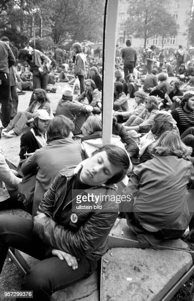 Vom 23. Bis 26. Mai 1980 findet in Karl-Marx-Stadt das V. Festival der Freundschaft zwischen der Jugend der UdSSR und der DDR statt. Hier bevölkern...